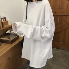 Spring and Autumn period with a white Korean version of lazy mid length bottoming shirt