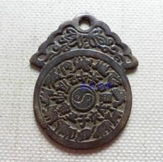 Амулет в виде старинной монеты