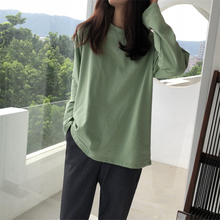 Hong Kong style in early autumn with lazy bottom coat