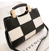 2014 summer new fion tide hit the color black and white patent leather handbags hand shoulder bag diagonal Ms. bags in Europe and America