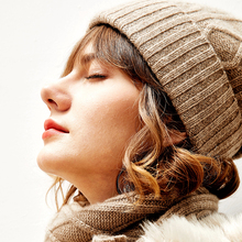 Rongmei PJ0913354 Thickened and Warm Pure Cashmere Winter Hat Knitted by Three-dimensional Twisted Flanging