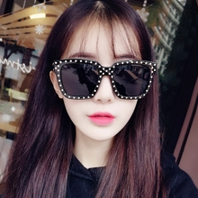 2017 new personality rivets, driving polarizer, male square sunglasses, star long face sunglasses, female eyes.